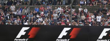 Motorsports: FIA Formula One World Championship 2016, Grand Prix of Great Britain,  fans with banner *** Local Caption *** +++ www.hoch-zwei.net +++ copyright: HOCH ZWEI +++