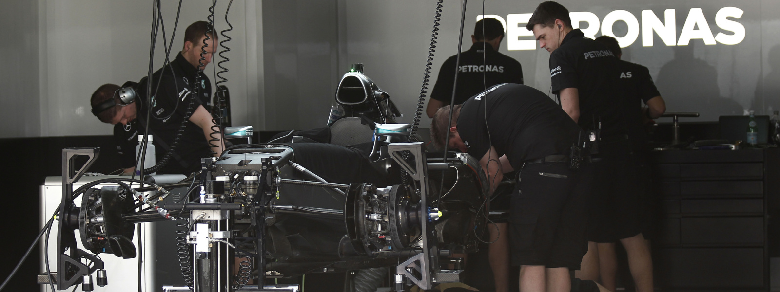 Motorsports: FIA Formula One World Championship 2015, Grand Prix of Malaysia,  garage of Mercedes AMG Petronas Formula One Team *** Local Caption *** +++ www.hoch-zwei.net +++ copyright: HOCH ZWEI +++