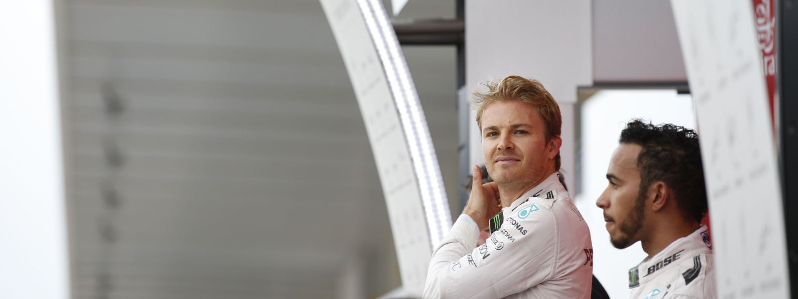 Motorsports: FIA Formula One World Championship 2016, Grand Prix of Japan,  #6 Nico Rosberg (GER, Mercedes AMG Petronas Formula One Team), #44 Lewis Hamilton (GBR, Mercedes AMG Petronas Formula One Team),  *** Local Caption *** +++ www.hoch-zwei.net +++ copyright: HOCH ZWEI +++