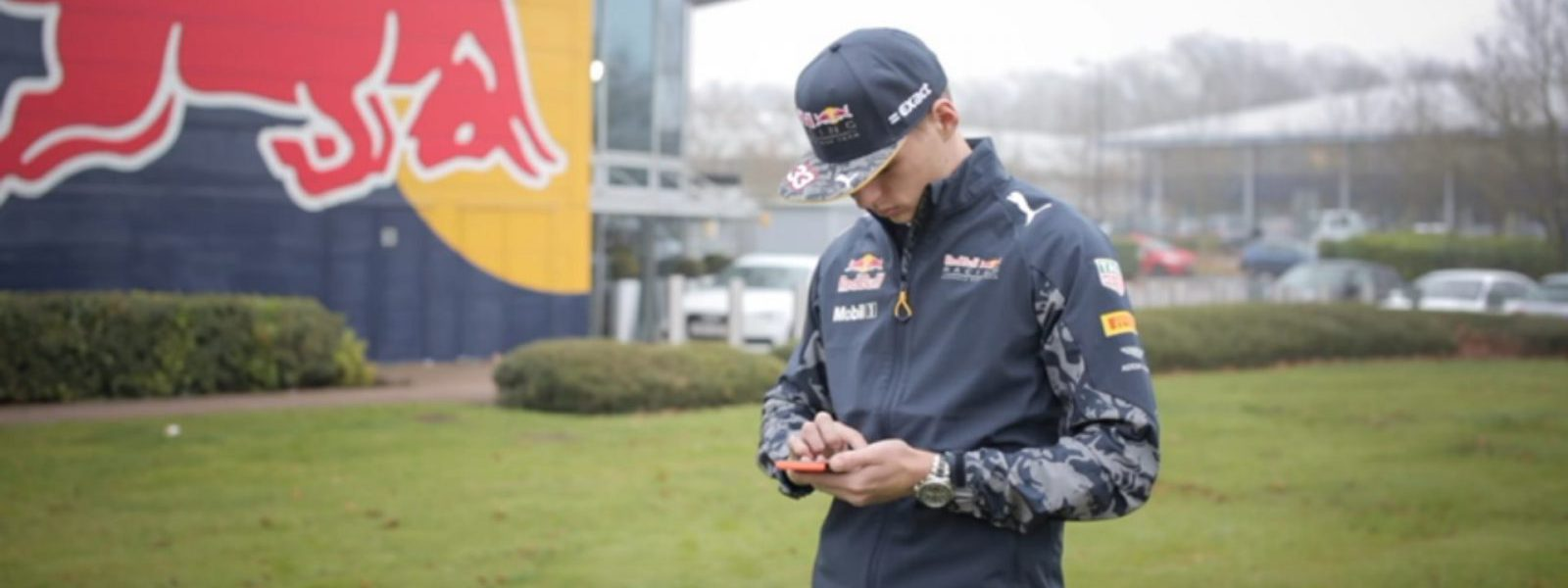 bored-drivers-daniel-ricciardo-and-max-verstappen-long-for-the-new-f1-season