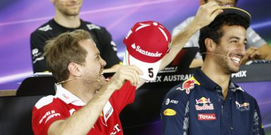 Motorsports: FIA Formula One World Championship 2016, Grand Prix of Australia,  #5 Sebastian Vettel (GER, Scuderia Ferrari), #3 Daniel Ricciardo (AUS, Red Bull Racing),  *** Local Caption *** +++ www.hoch-zwei.net +++ copyright: HOCH ZWEI +++