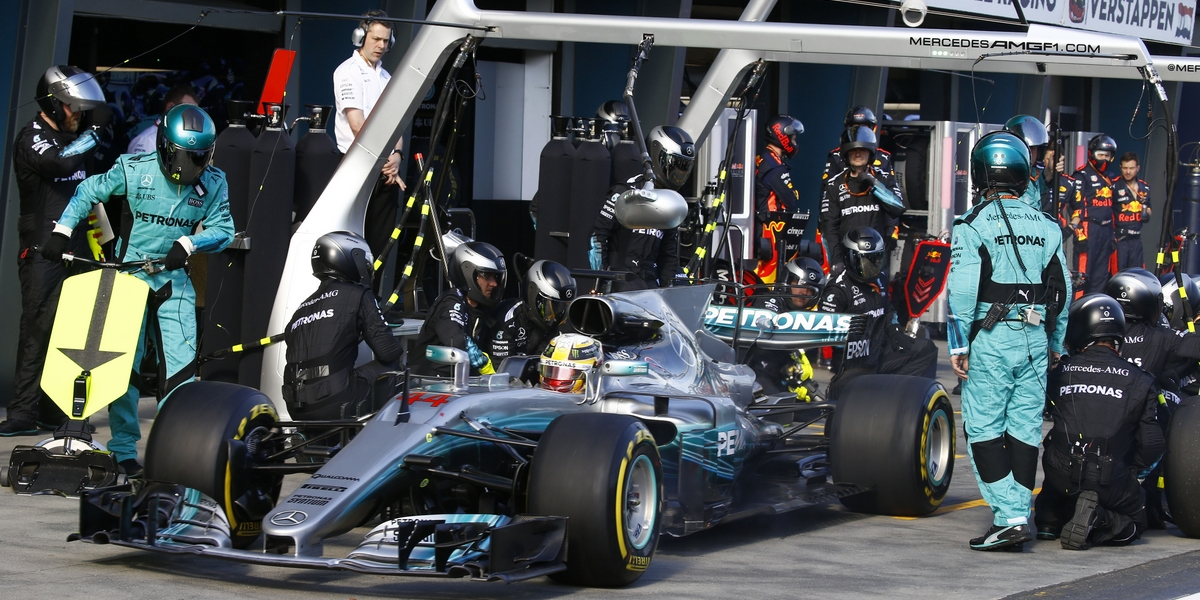 Melbourne, Victoria : Motorsports: FIA Formula One World Championship 2017 on March, 26, 2017, Melbourne: FIA Formula One World Championship,  Lewis Hamilton (GBR, Mercedes AMG Petronas) Australian Formula One Grand Prix at Albert Park on March 26, 2017 in Melbourne, Australia. (Photo by Hoch Zwei)