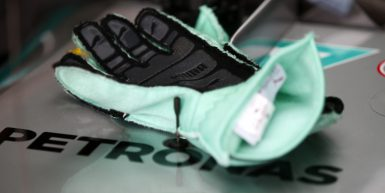 Motorsports: FIA Formula One World Championship 2015, Grand Prix of Brazil,  gloves, Handschuhe *** Local Caption *** +++ www.hoch-zwei.net +++ copyright: HOCH ZWEI +++