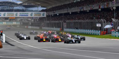Motorsports: FIA Formula One World Championship 2017, Grand Prix of Malaysia,   Start, #44 Lewis Hamilton (GBR, Mercedes AMG Petronas F1 Team), #33 Max Verstappen (NLD, Red Bull Racing), #3 Daniel Ricciardo (AUS, Red Bull Racing), #77 Valtteri Bottas (FIN, Mercedes AMG Petronas F1 Team),  *** Local Caption *** +++ www.hoch-zwei.net +++ copyright: HOCH ZWEI +++