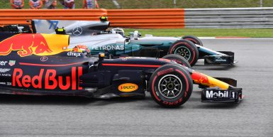 Motorsports: FIA Formula One World Championship 2017, Grand Prix of Malaysia,   Start, #33 Max Verstappen (NLD, Red Bull Racing), #77 Valtteri Bottas (FIN, Mercedes AMG Petronas F1 Team),  *** Local Caption *** +++ www.hoch-zwei.net +++ copyright: HOCH ZWEI +++