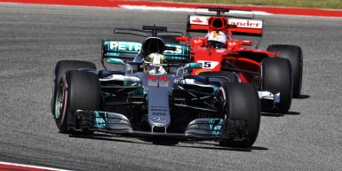 Motorsports: FIA Formula One World Championship 2017, Grand Prix of United States,  #44 Lewis Hamilton (GBR, Mercedes AMG Petronas F1 Team), #5 Sebastian Vettel (GER, Scuderia Ferrari),  *** Local Caption *** +++ www.hoch-zwei.net +++ copyright: HOCH ZWEI +++